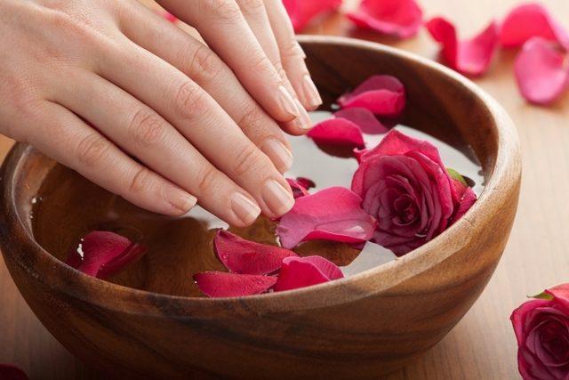 4 tratamente naturiste eficiente, pentru intarirea unghiilor. Le poti face acasa!